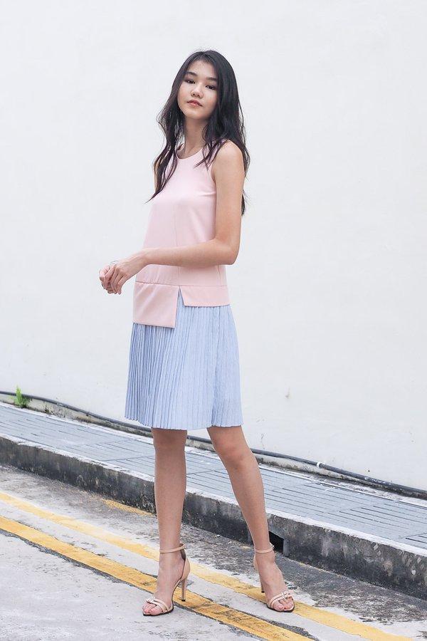 Kyleigh Colourblock Pleat Hem Dress in Pink/Blue