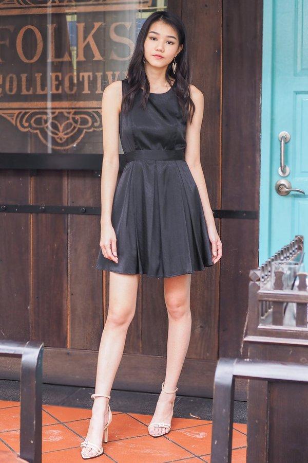 Yoko Shimmery Festive Waist Tie Dress in Black [L]