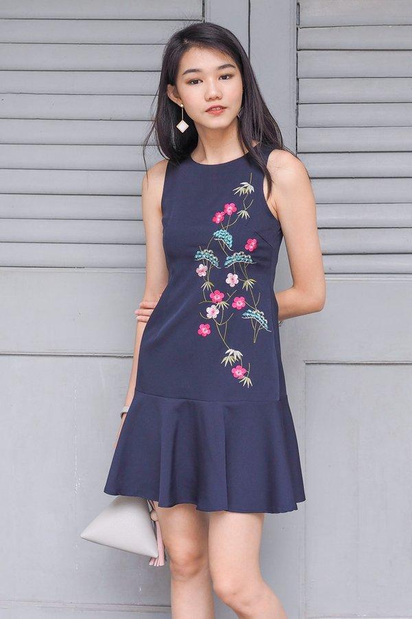 Javiera Embroidery Dropwaist Dress in Navy [XS]