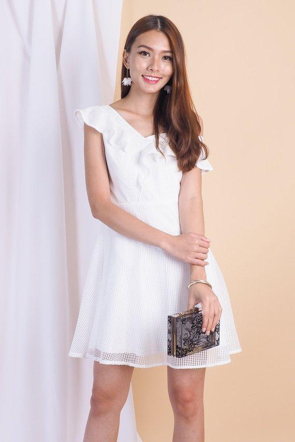 Meredith 2 Way Off Shoulder Dress in White [L]