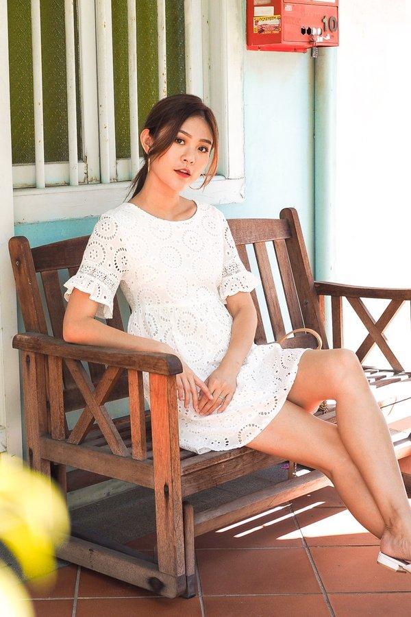 Sherrie Eyelet Babydoll Dress in White [L]