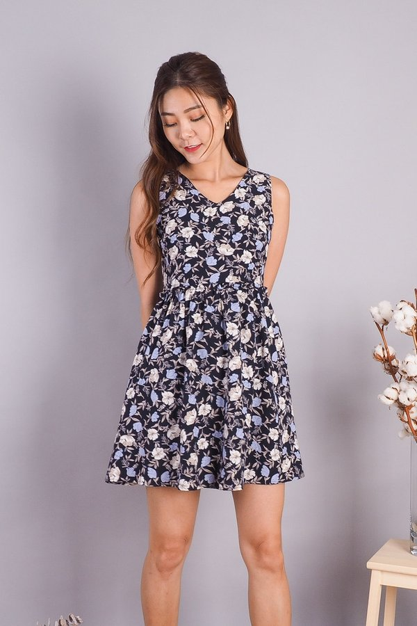 EXCLUSIVE - Stephanie V Neck Babydoll Dress in Navy Floral