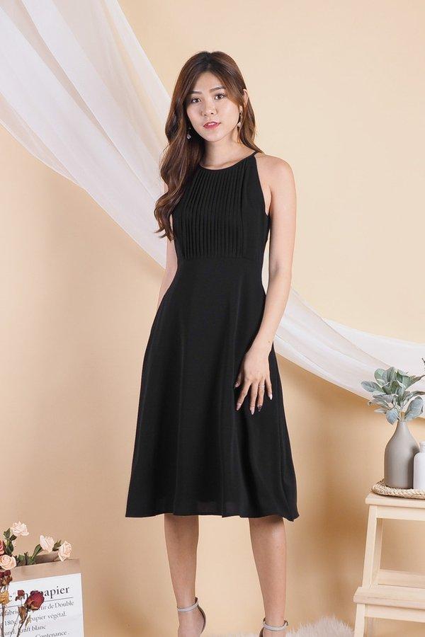 Bega Centered Pleats Halter Dress in Black [XS/L]