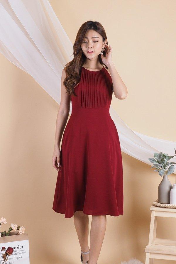 Bega Centered Pleats Halter Dress in Wine Red [S]