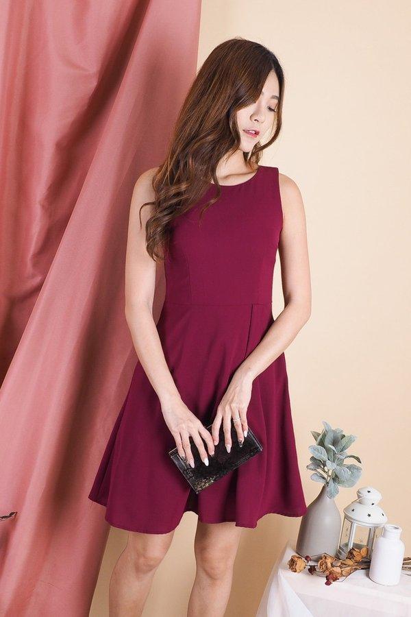 Mabella Simple V Back Dress in Wine