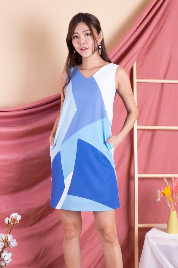 Becki V Neck Shift Dress in Blue Abstract