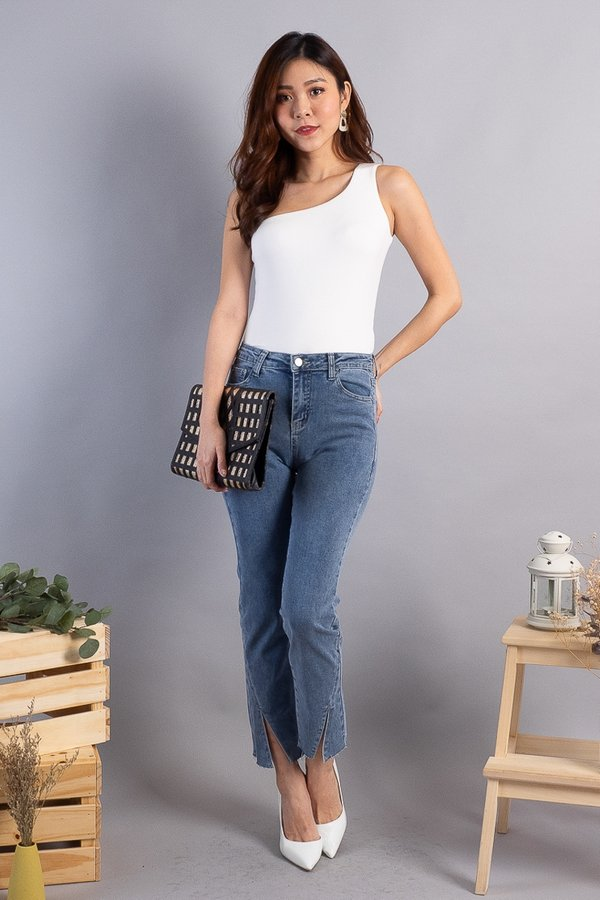 BACK IN STOCK Carlson Straight Cut Jeans in Blue