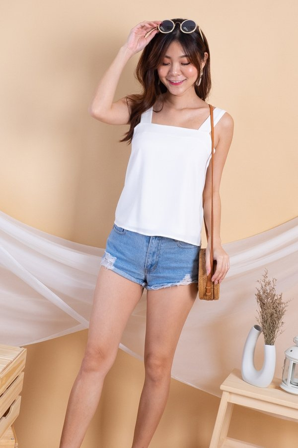 Randy Basic Multiway Tie Top in White [L]