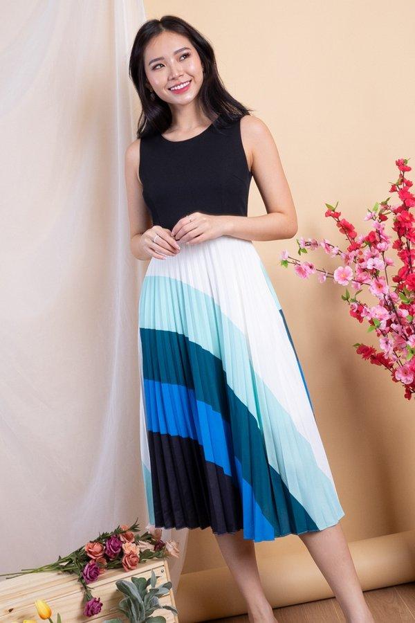 Audris Colourblock Pleated Dress in Black