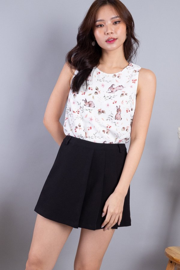 Edme Reversible Top in White Bunny/White Berry [L/XL]